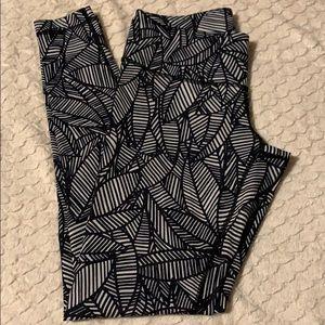 Lululemon black and white pattern Leggings